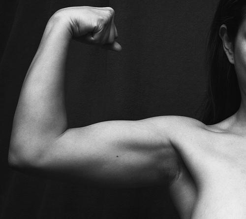 筋肉をつけただけでは引き締まりません。